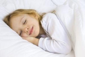 Little blond girl wearing white blouse in white bedclothes - SleepTalk® package